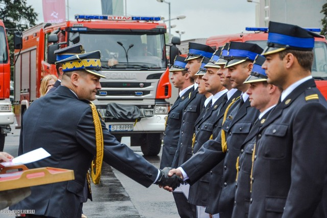 W Jaworznie 13 maja odbył się Dzień Strażaka. Uroczystości rozpoczęły się o godz. 9. Strażacy złożyli meldunek. Później wręczono awanse oraz wyróżnienia dla zasłużonych strażaków. Goście zaproszeni na uroczystość podziękowali również strażakom za ich służbę i zapewnianie bezpieczeństwa w mieście