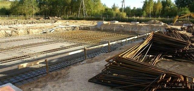 W Ostrołęce powstają fundamenty pod nową fabrykę