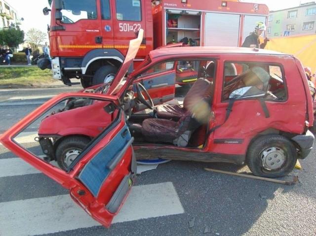W sobotę po południu, na drodze krajowej nr 24, w Kwilczu (pow. międzychodzki) doszło do zderzenia cinquecento z tirem. Jedna osoba zginęła.Kolejne zdjęcie --->