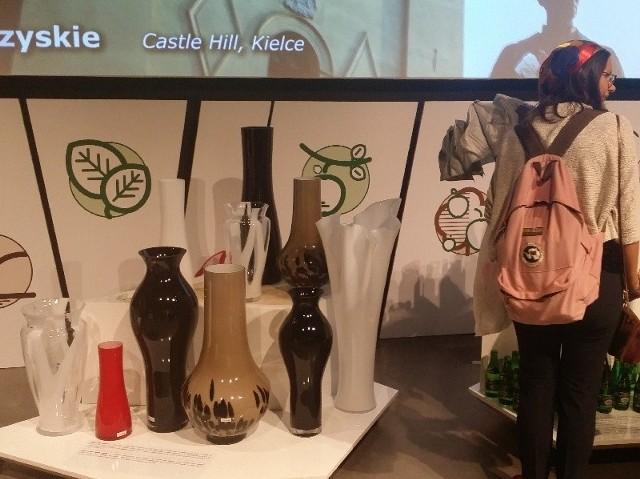 Porcelana, woda mineralna, szkło i… chrupki . Zobacz jak Świętokrzyskie promowało się na EXPO w MediolaniePodczas świętokrzyskiego tygodnia na EXPO prezentowano między innymi szkło artystyczne z hut Tadeusz Wrześniaka ze Staszowa i Grzybowa