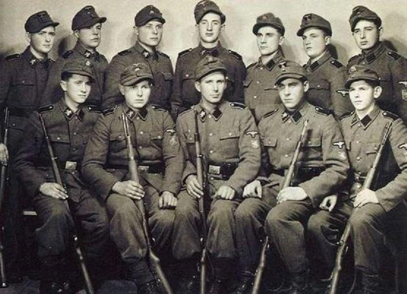 Żołnierze niesławnej SS Galizien. Dziś na Ukrainie żołnierze tej formacji traktowani są jak bohaterowie