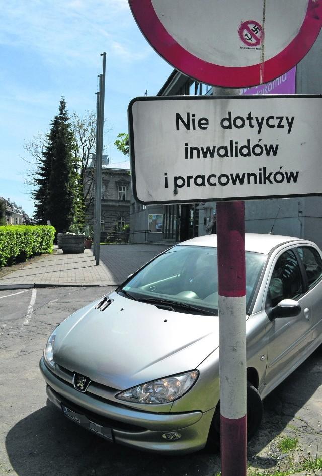 Zaostrzone przepisy mają pomóc w zaparkowaniu samochodu