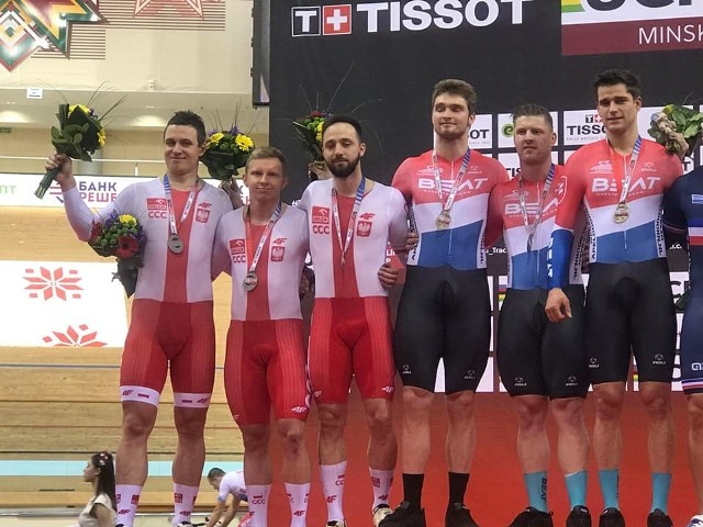 Kamil Kuczyński (pierwszy z lewej) na podium Pucharu Świata w Mińsku.