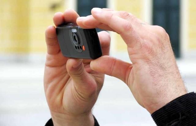 Według prokuratury, jeden z oskarżonych, już po pobiciu, robił ofierze zdjęcia telefonem komórkowym