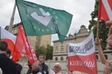 """Manifestowali przed ABW w Łodzi. """"Byłeś w ZOMO, byłeś w ORMO, teraz  jesteś za Platformą"""" [zdjęcia]"""