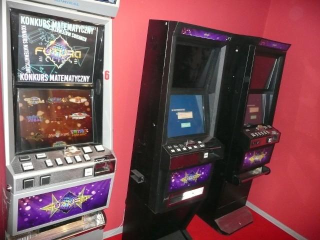Trzy nielegalne automaty do gier zarekwirowali na terenie woj. łódzkiego celnicy. Maszyny należały do Ukraińca.