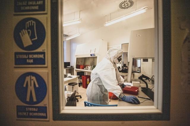 30 pacjentów szpitala w Sanoku, u których stwierdzono COVID-19, dostanie amantadynę. Placówka podpisze w przyszłym tygodniu umowę na badania nad skutecznością tego leku.