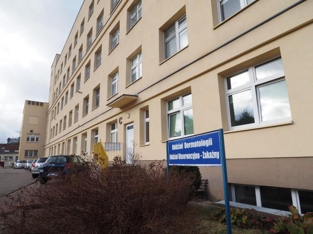 W koszalińskim szpitalu w środę rano na oddziale covidowym przebywało 72 pacjentów,  w tym 9 podłączonych do respiratorów.