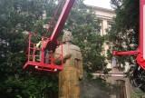 Adam Mickiewicz został umyty. Kiedyś stał w samym centrum Kluczborka [ZDJĘCIA]