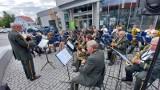 Zielona Góra. Orkiestra Dęta Zastal dała czadu na deptaku. Letnie koncerty znów cieszą zielonogórzan