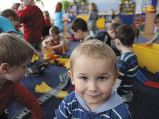 Nauka przez zabawę. Na to mogą liczyć czterolatki w przedszkolu przy ul. Sokólskiej. Za trzy lata wszystkie dzieci w tym wieku mają mieć zapewnioną edukację przedszkolną.