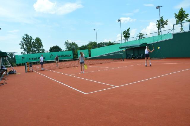 Uczniowie z wielkowiejskiej gminy bedą się uczyć gry w tenisa na lekcjach wf-u