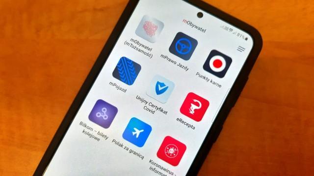 mObywatel to aplikacja, w której znajduje się elektroniczna wersja dowodu osobistego, prawa jazdy, dowodu rejestracyjnego czy paszport covidowy.