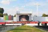 Kraków. Ołtarz na Błoniach gotowy i podoba się krakowianom [ZDJĘCIA]