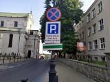 """Kłopoty z opłatami w strefie parkowania za pomocą aplikacji mobilnych. – Naliczają """"dodatkowe"""" godziny – alarmuje jeden z kierowców"""