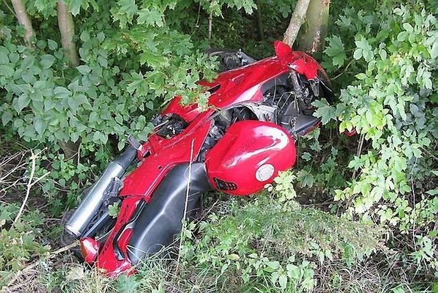 Jawę policjanci znaleźli w krzakach, a po motocyklu SHL ślad zaginął.