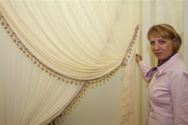 Małgorzata Dyrda Caloisi, właścicielka studia La Tenda zgromadziła w swoim showroomie kilka tysięcy wzorów tkanin oraz kilkanaście gotowych aranżacji okien