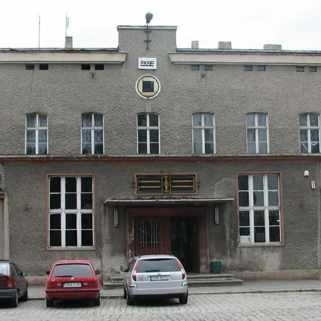 Budynek namysłowskiego dworca PKP przejęła od kolei gmina.