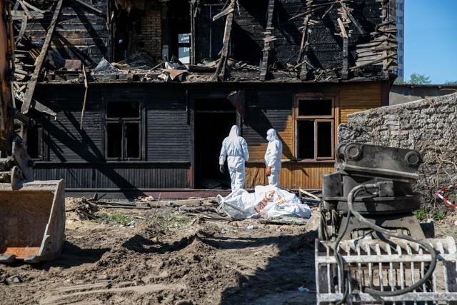 Rozbiórka spalonego domu przy ulicy Angielskiej w Białymstoku.