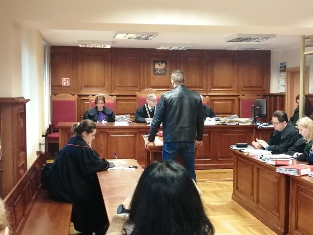 """Gangster Paweł P. """"Ramzes"""" już niejednokrotnie stawał przed sądem jako świadek lub oskarżony. Teraz odpowiada za rzekomo fałszywe zeznania w procesie Adama Z. dotyczącym śmierci Ewy Tylman"""