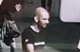 Klient kantoru w Katowicach otrzymał przez pomyłkę za dużo pieniędzy. Teraz ściga go policja i publikuje jego wizerunek
