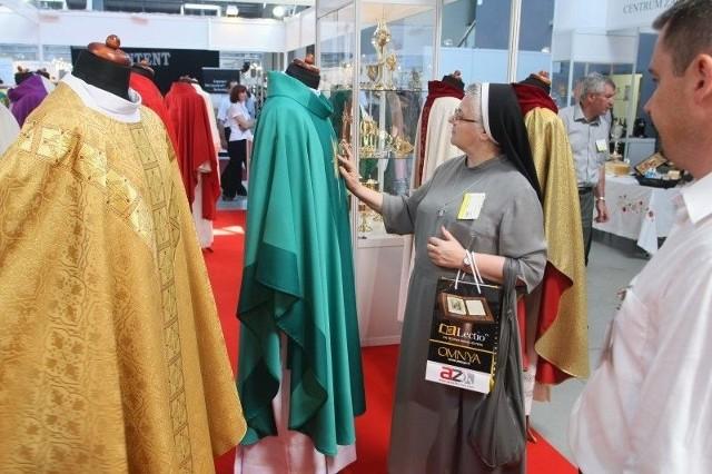 Ornaty dla księży prezentowane na SACROEXPO