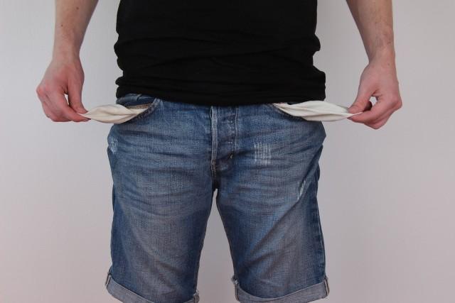 Jak twierdzą eksperci, działalność pożyczkowa może się stać kompletnie nieopłacalna, przez co – tak popularne dziś firmy chwilówkowe - całkowicie znikną.  Nie znikną jednak przecież doraźne potrzeby gotówkowe części Polaków. Zapewne będą oni teraz pożyczać pieniądze nieoficjalnie.