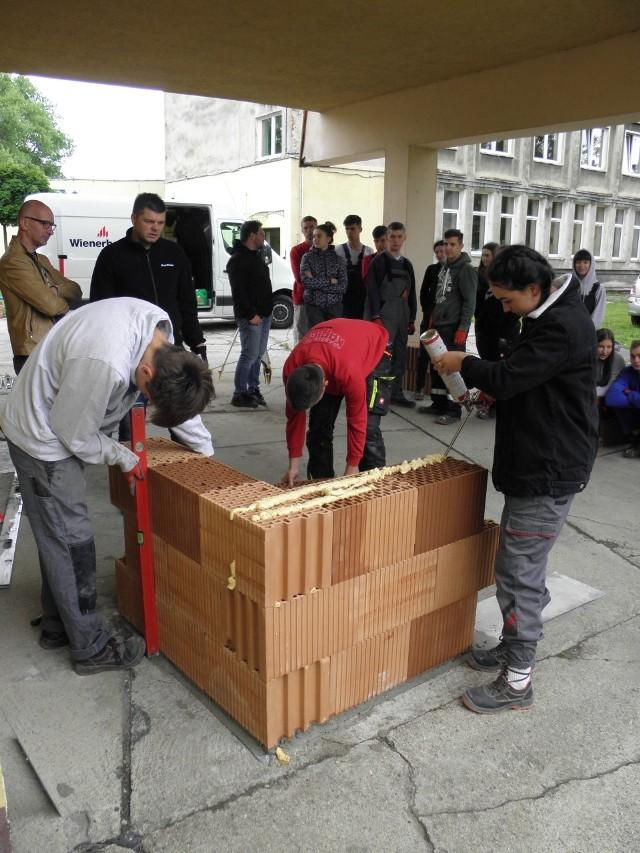 Szkolenie w CKZ z murowania z bloczków z ceramiki poryzowanej z użyciem zaprawy z pianki poliuretanowej.