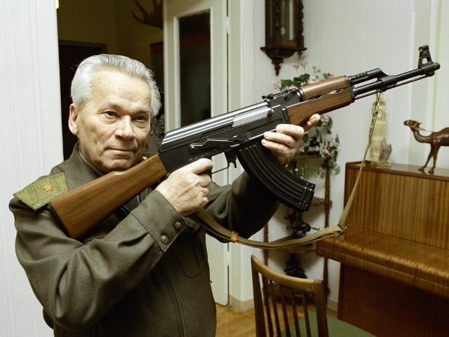 Za opracowanie AK-47 jego twórca Michaił Kałasznikow dostał od przywódców radzieckich wiele medali i wyróżnień