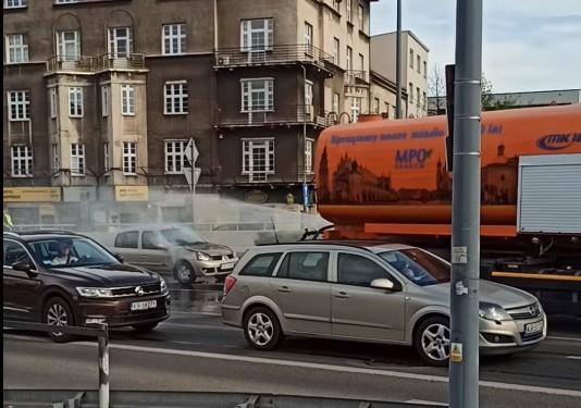 Pracownik MPO Kraków pomógł w akcji gaszenia pożaru samochodu