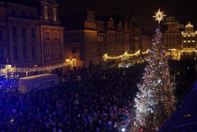 W pierwszy grudniowy weekend, jak co roku na płycie Starego Rynku rozbłysła świąteczna choinka.