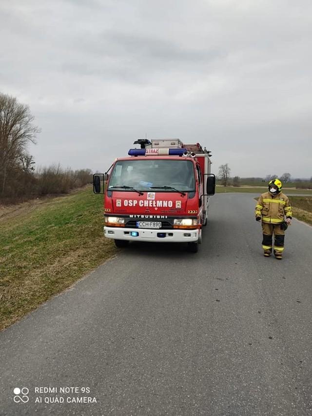 Strażacy w piątek, sobotę i niedzielę wyjeżdżali gasić płonące trawy na nieużytkach