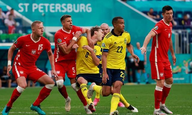 Liczby nie kłamią – w trzech meczach fazy grupowej Euro 2020 Polska zdobyła tylko jeden punkt. Czy tegoroczne mistrzostwa należy jednak traktować jako totalną klapą? Zobaczcie, co naszym zdaniem warto ocenić na plus w wykonaniu Biało-Czerwonych, a za co można ich zganić.DO KOLEJNYCH ZDJĘĆ MOŻNA PRZEJŚĆ ZA POMOCĄ GESTÓW LUB STRZAŁEK