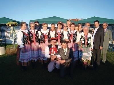 Grupa z Wielmoży - zdobywcy I miejsca w konkursie wieńców Fot. Ewa Tyrpa