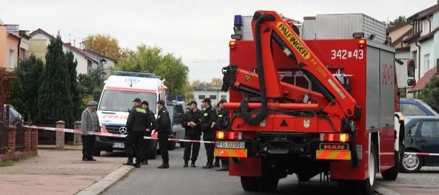 Ulica na os. Zastalowskim została zamknięta. Teren obstawili policjanci. W pogotowiu cały czas byli strażacy oraz ekipa karetki.