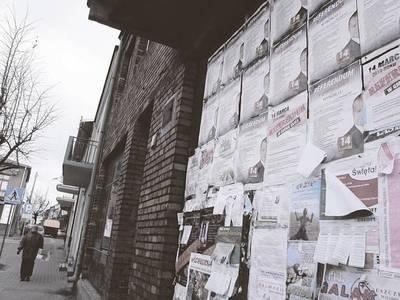 W Rynku można zauważyć plakaty zachęcające do referendum Fot. Magdalena Uchto