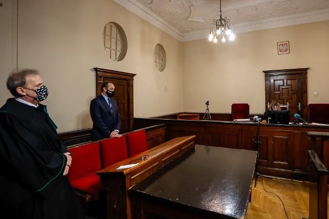Nieprawomocnym warunkowym umorzeniem na 2 lata, pod warunkiem zapłaty ok. 11 tysięcy złotych, zakończyło się postępowanie dotyczące marszałka województwa pomorskiego Mieczysława Struka