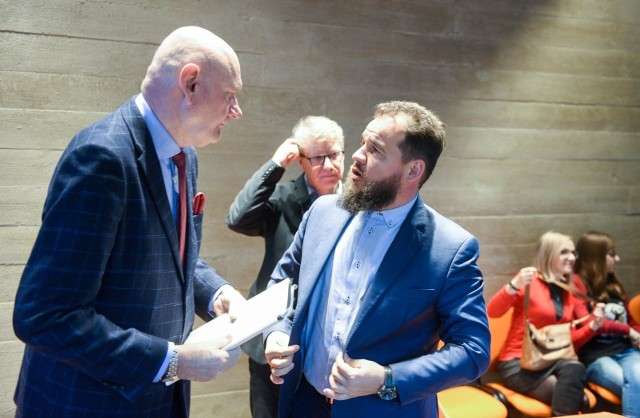 Prezydent Torunia Michał Zaleski i Kazimierz Suwała, dyrektor ECF Camerimage. W tle Marek Żydowicz, prezes Fundacji Tumult.