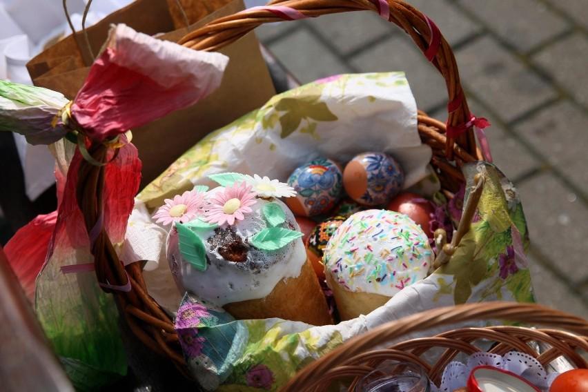 Wielkanocne życzenia należy złożyć każdemu członkowi...