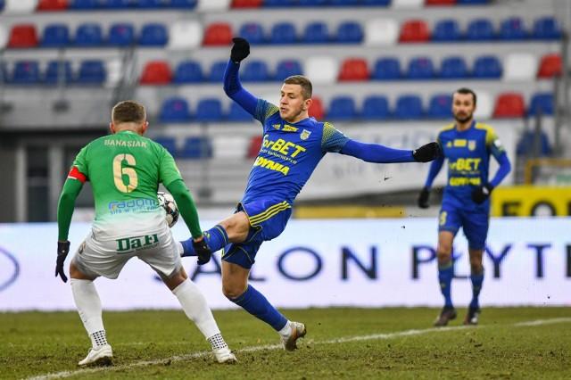 W meczu wyjazdowym żółto-niebiescy zremisowali z Radomiakiem, choć byli na boisku lepszym zespołem. Jak będzie dziś w Gdyni?