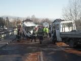 Wypadek busa w Żywcu: 12 osób rannych, 3 w stanie ciężkim. Droga DW 946 już przejezdna WIDEO