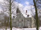 """Pałac w Kruszewie wystawiony na sprzedaż. W """"pakiecie"""" jest jeszcze dwór, park, folwark i dom. Całość za nieco ponad... 2 miliony złotych"""