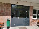 Pabianice Koronawirus. W szpitalu w Pabianicach zamontowano nowe drzwi. Zdarzają się pacjenci z podejrzeniem koronawirusa