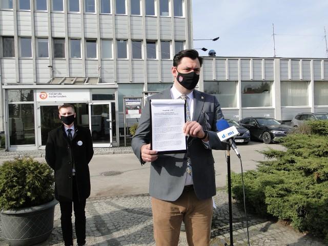 - Radom znów nie dostanie pieniędzy: ani na ulicę Wolanowską, ani na oddział szpitala - mówił poseł Konrad Frysztak.
