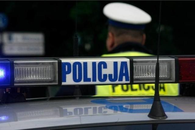 Nieudana ucieczka pijanego kierowcy spod dyskoteki w gminie Złoczew. 29-latek uszkodził dwa samochody na parkingu dyskoteki.
