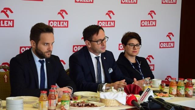 Podczas śniadania prasowego poruszono też temat konsolidacji Lotosu i Orlenu.