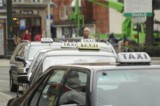 Przełom w wojnie taksówek w Krakowie? BMW i Daimler chcą pokonać konkurencję przy wsparciu… hulajnóg. Dziś odpalają u nas pionierski system