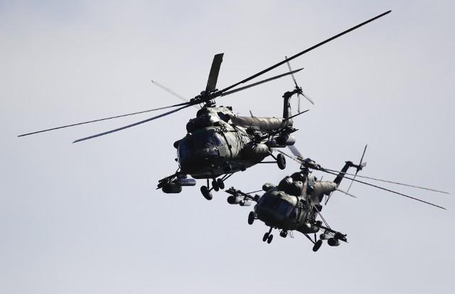 Rosyjskie manewry wojskowe Zapad-2021 będą pilnie obserwowane przez dowództwo NATO, a także przez Polskę. Oficjalnie nazywane są obronnymi, jednak eksperci wskazują na ofensywny charakter ćwiczeń wojskowych za naszą wschodnią granicą. Przyglądamy się bliżej miejscom i zakresowi ćwiczeń, które odbędą się w połowie września (10-16) na terytorium Rosji i Białorusi, a także uczestniczącym w nim jednostkom. Są to bardzo ważne manewry, odbywają się cyklicznie i są jedną z czterech głównych części ćwiczeń wojskowych Rosji. (Zdjęcie pochodzi z ćwiczeń Zapad 2017)
