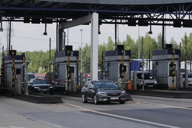 Po wejściu zmian w życie bilety autostradowe będzie można kupić online oraz w stacjonarnych punktach sprzedaży takich jak stacje paliw czy w kioski, po podaniu numeru rejestracyjnego pojazdu.