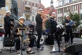 """Festiwal """"Lato na Starym Mieście"""" w Grudziądzu. Koncert Dixie Team na Rynku [zdjęcia]"""